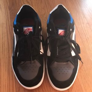 Men's Vans leather size 12 EUC